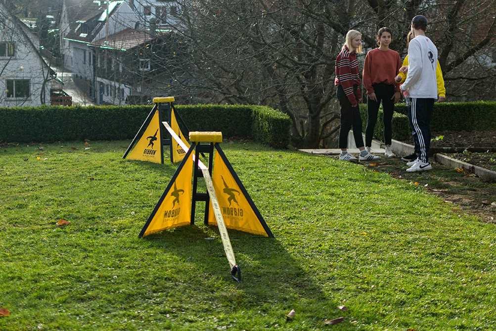 Set-up a slackline without trees or other anchor-points.